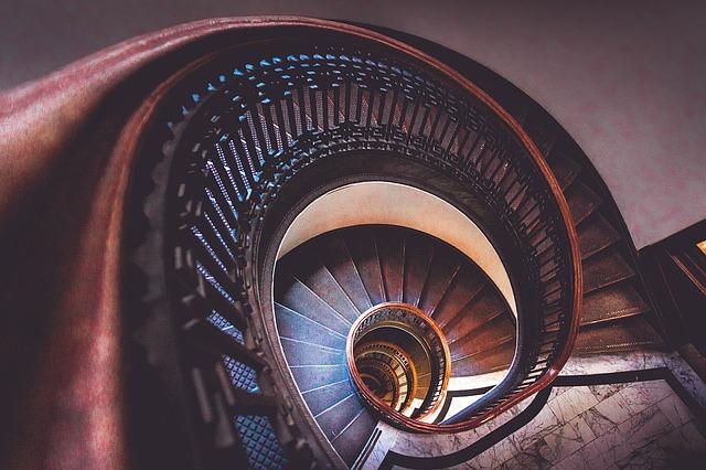 らせん階段画像